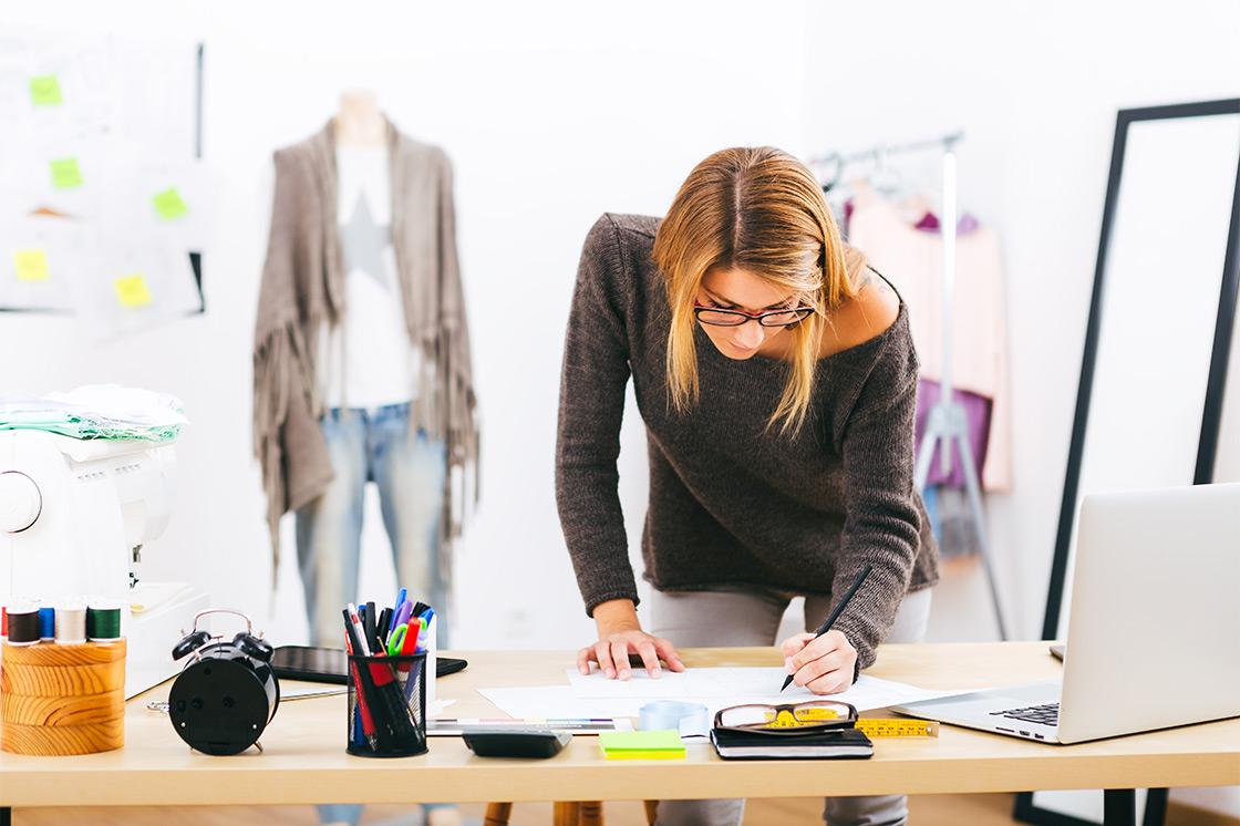 Плюсы и минусы профессии дизайнер одежды