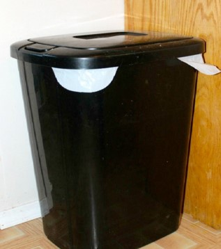 trash-can-vinegar-solution