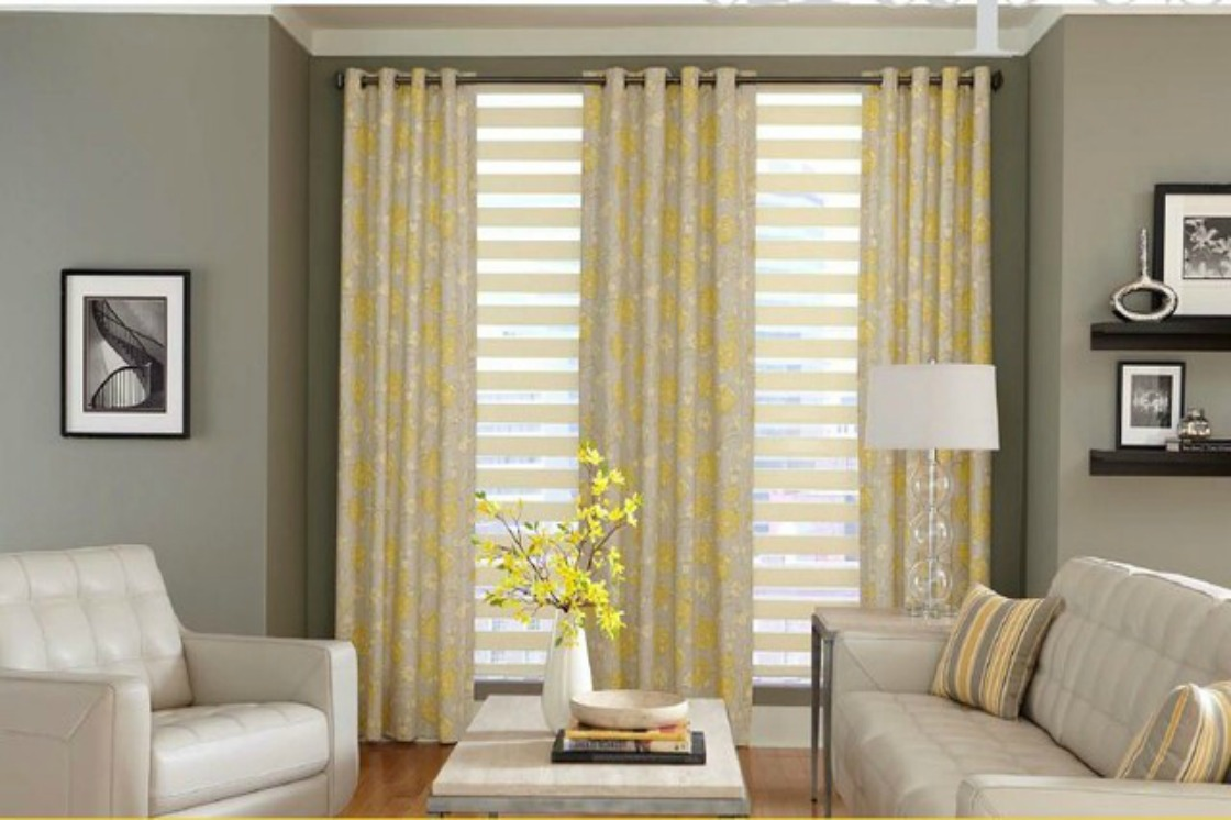 How to hang curtains in 4 steps curtains latina moms for Modern blinds for windows