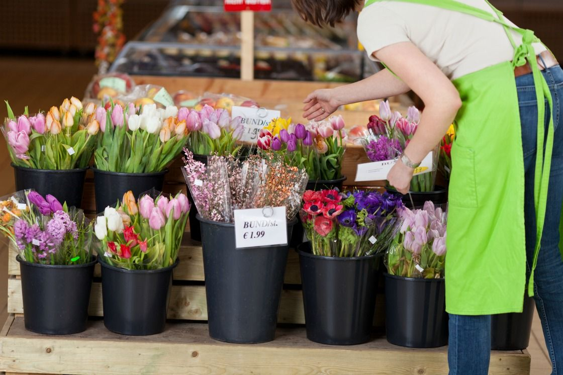 Creating Cheap Flower Bouquets With Supermarket Flowers
