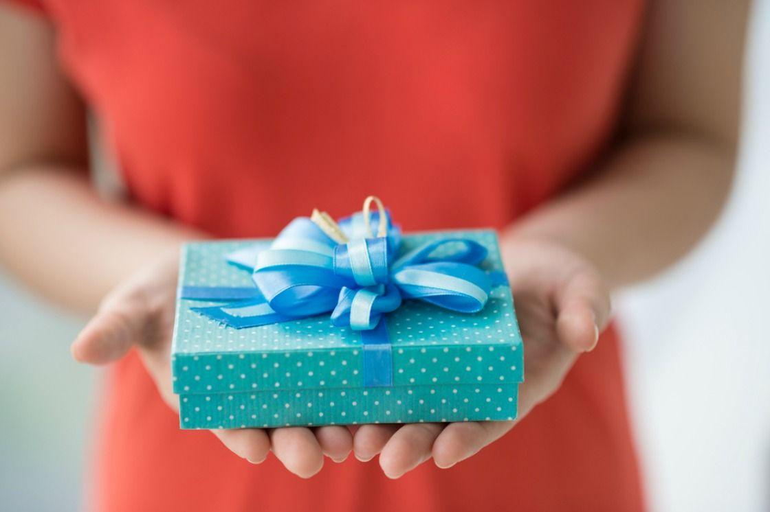 Как лучше вручить подарок