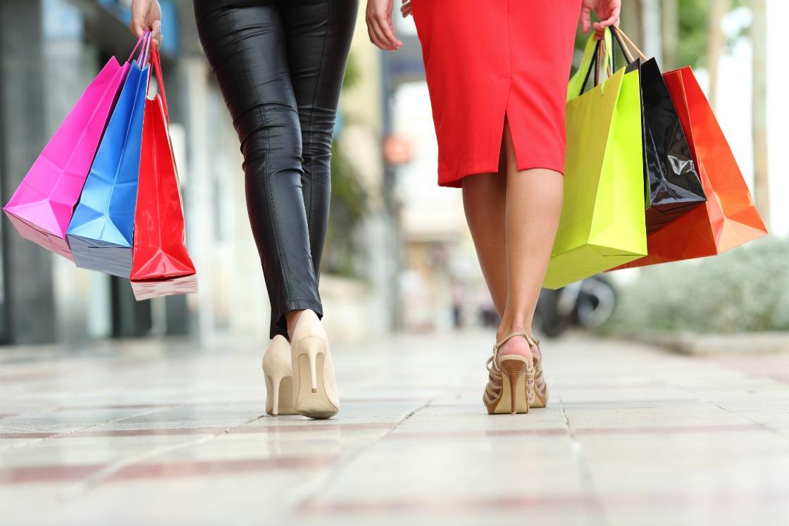 shopping-teenage-girl